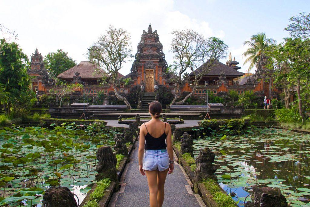 temple-pura-taman-saraswati-ubud-garden-bali